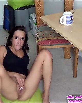deutsche d&uuml_nne amateur schlampe fickt anal in k&uuml_che am morgen nach dem overnight