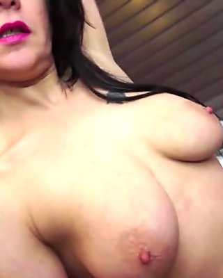 Pretty face MILF masturbating on the bed