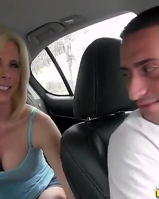 Fellow seduces mature woman to fuck hard