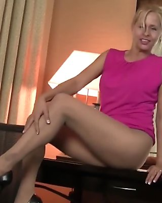 Milf Payton Leigh can't hide her nylon fetish