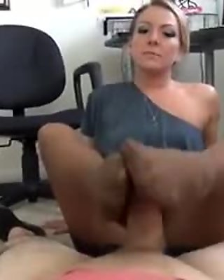 1609223_amazing_footjob pantyhose
