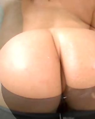Wicked siren pleases man with her irrumation