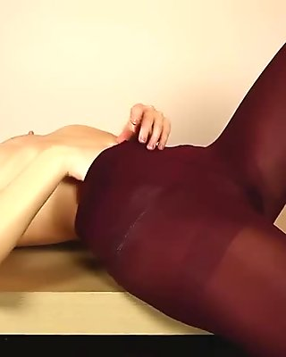 Charming young l rubs her clit in pantyhose