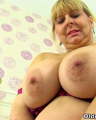British gilf Lacey Starr fucks her fanny with a dildo