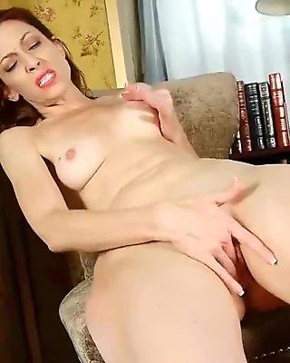 Business lady masturbates in pantyhose and panties