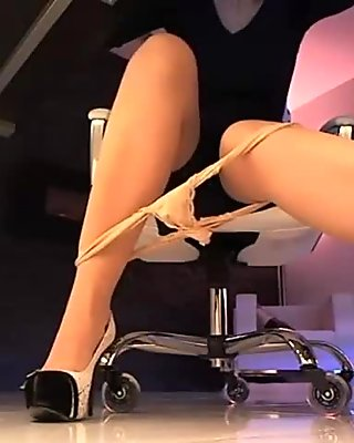 MILF in pantyhose masturbating