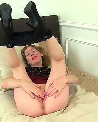 British milf Sexy P peels off her tights