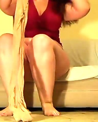 nice BBW puts on sheer pantyhose.wmv