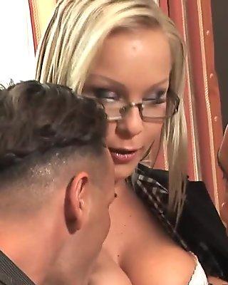 Elegant babe masturbating in pantyhose movie