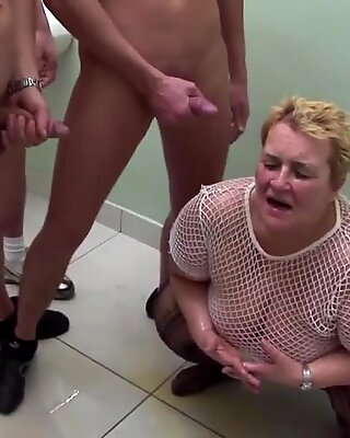 Amateur mature moms get insane fuck with pee