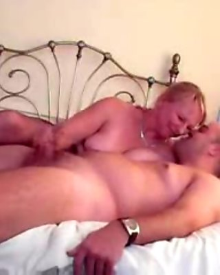 Sexy mature welsh lady in pantyhose handjob movie