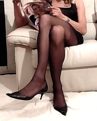 candid sexy pantyhose in airport