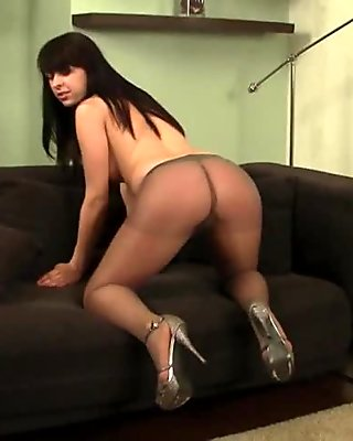 Teen in pantyhose 01