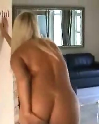 Voluptuous Sweetie Drilling Wild With Sexy Pantyhose