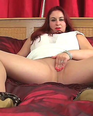 UK milf Sexy Scorpio wears nylon tights no knickers