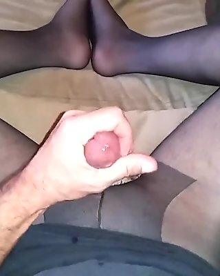 Getting off in pantyhose