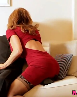 Mature superstar Deauxma bursts in stocking