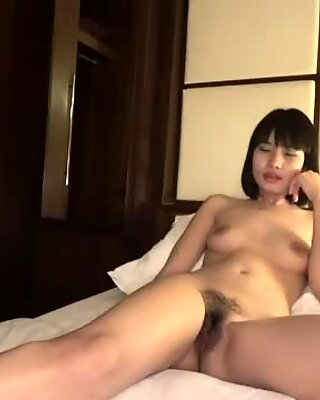 Japanese babe gets fucked good in hotel