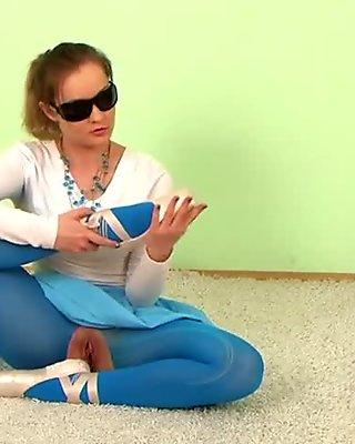 woman flexible 01