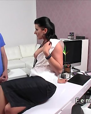 Milf agent in pantyhose got banged