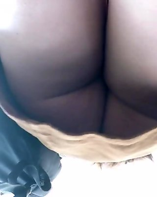Asian WOMAN UPSKIRT!(No panties,,)