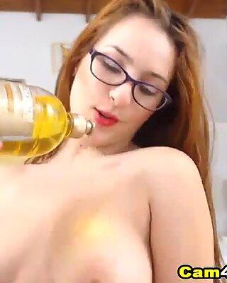Spanish Chiquita Plays Her Honeycomb On Cam