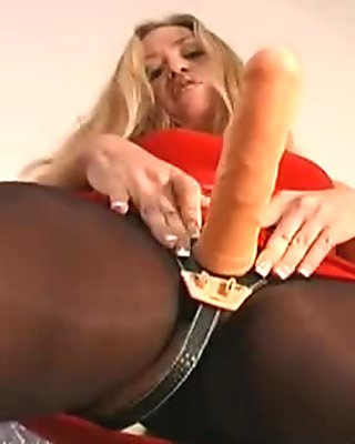 Twat stretching in pantyhose