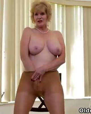 American gilf Justine lowers her panties in the kitchen
