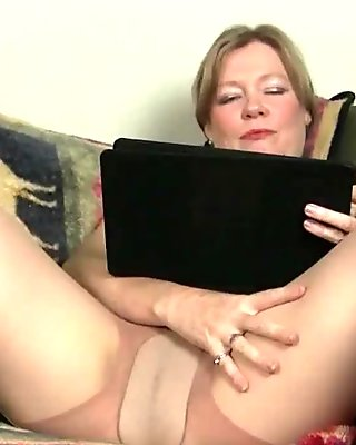 Milfs Payton Leigh and Lilli can'_t hide their nylon fetish
