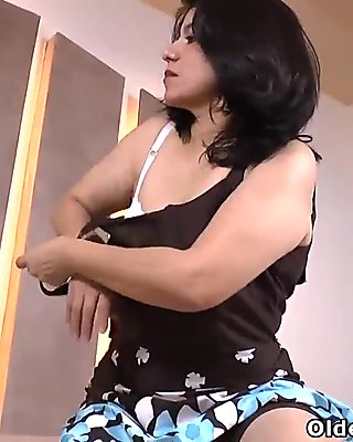 Latina milf Anabella gets aroused in nylon pantyhose